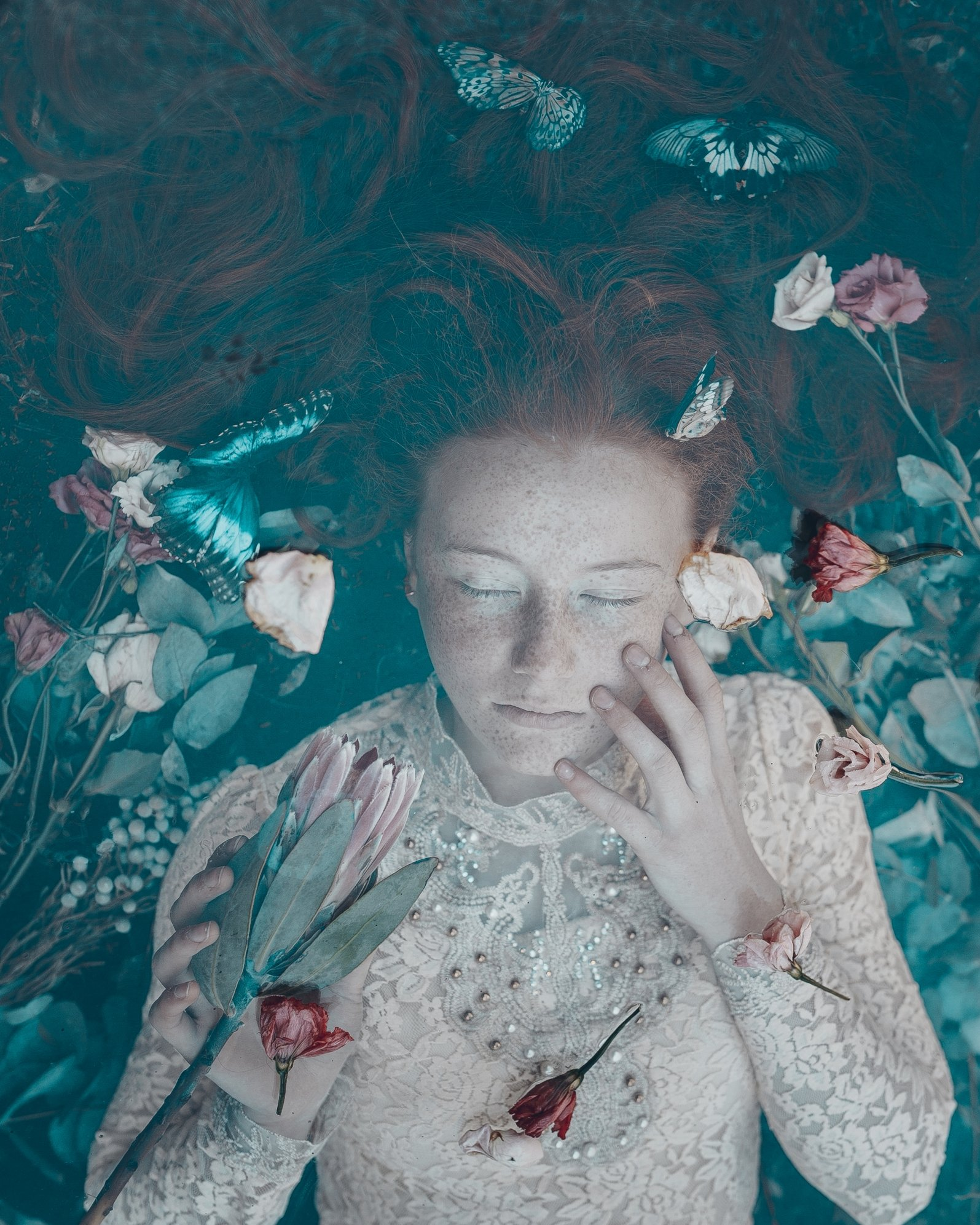 девочка бабочки бабочка цветы рыжая розы, Вероника Гергерт
