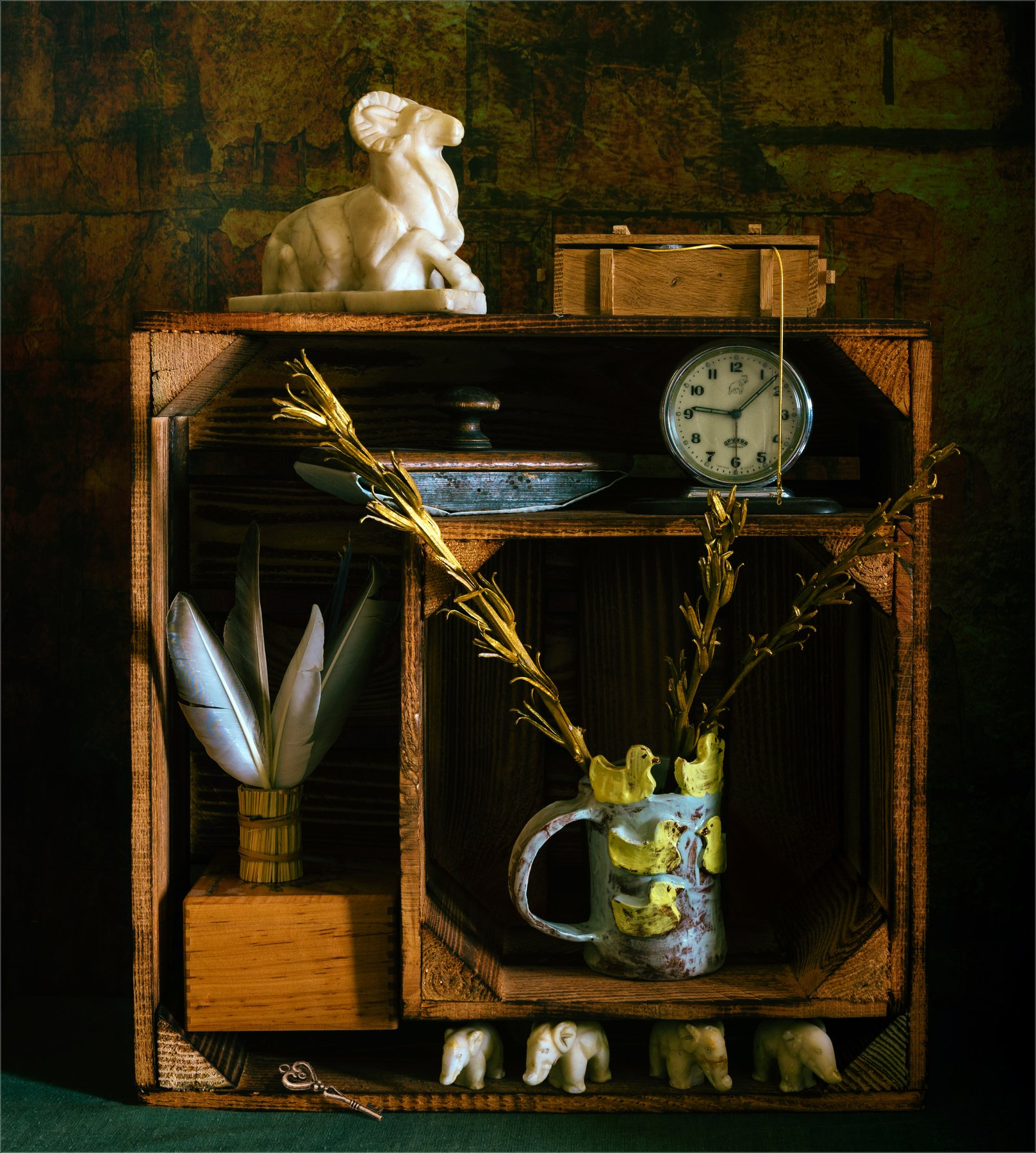 still life, натюрморт,  природа,  винтаж, ретро, кич, часы, фигурки, слоники, мрамор, камень, перья, пресс-папье, чашка, шкатулка, коробка, ключ,, Михаил MSH