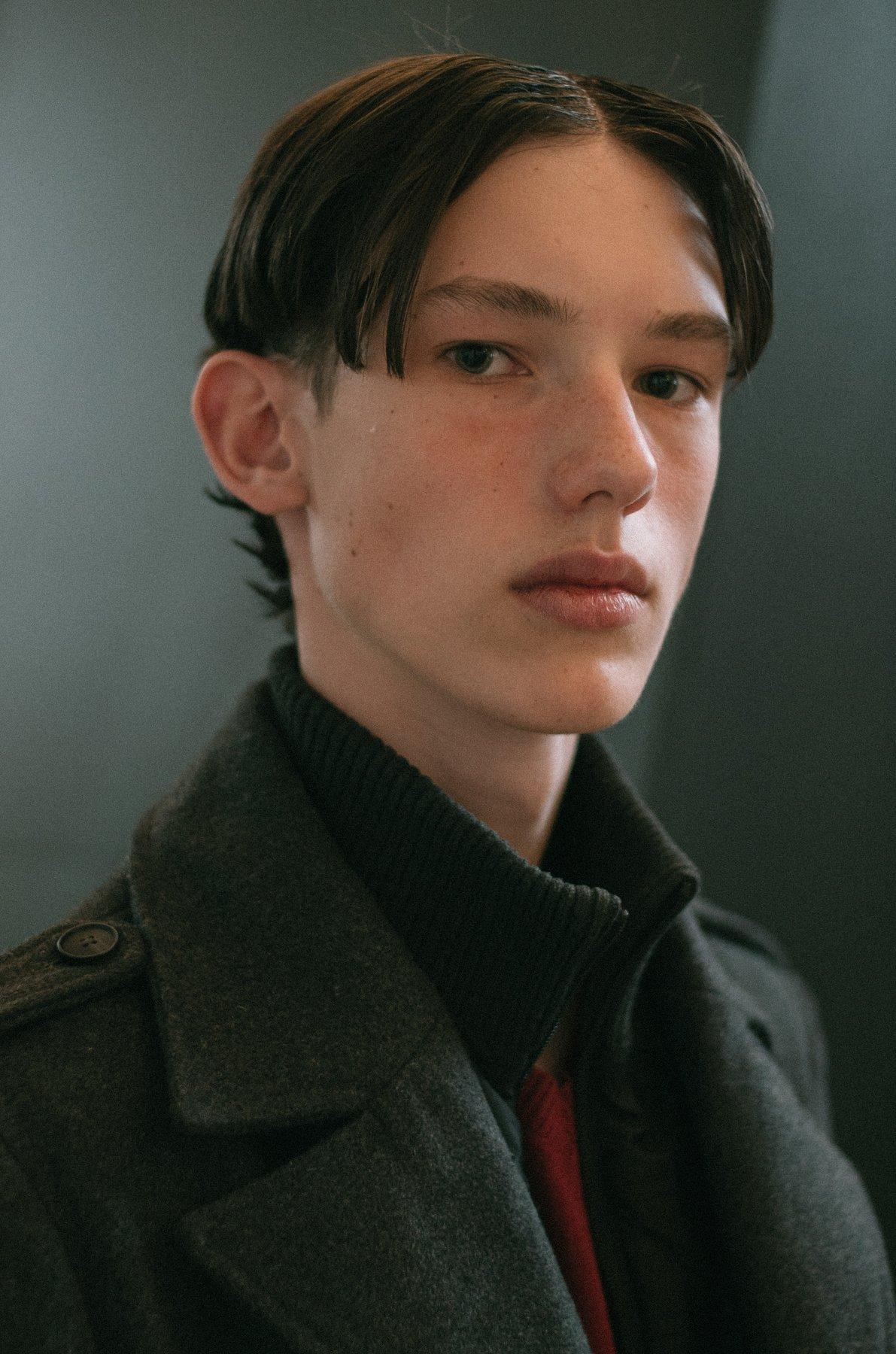 портрет человек свет fashion свет взгляд парень man пальто образ, Иванов Юрий
