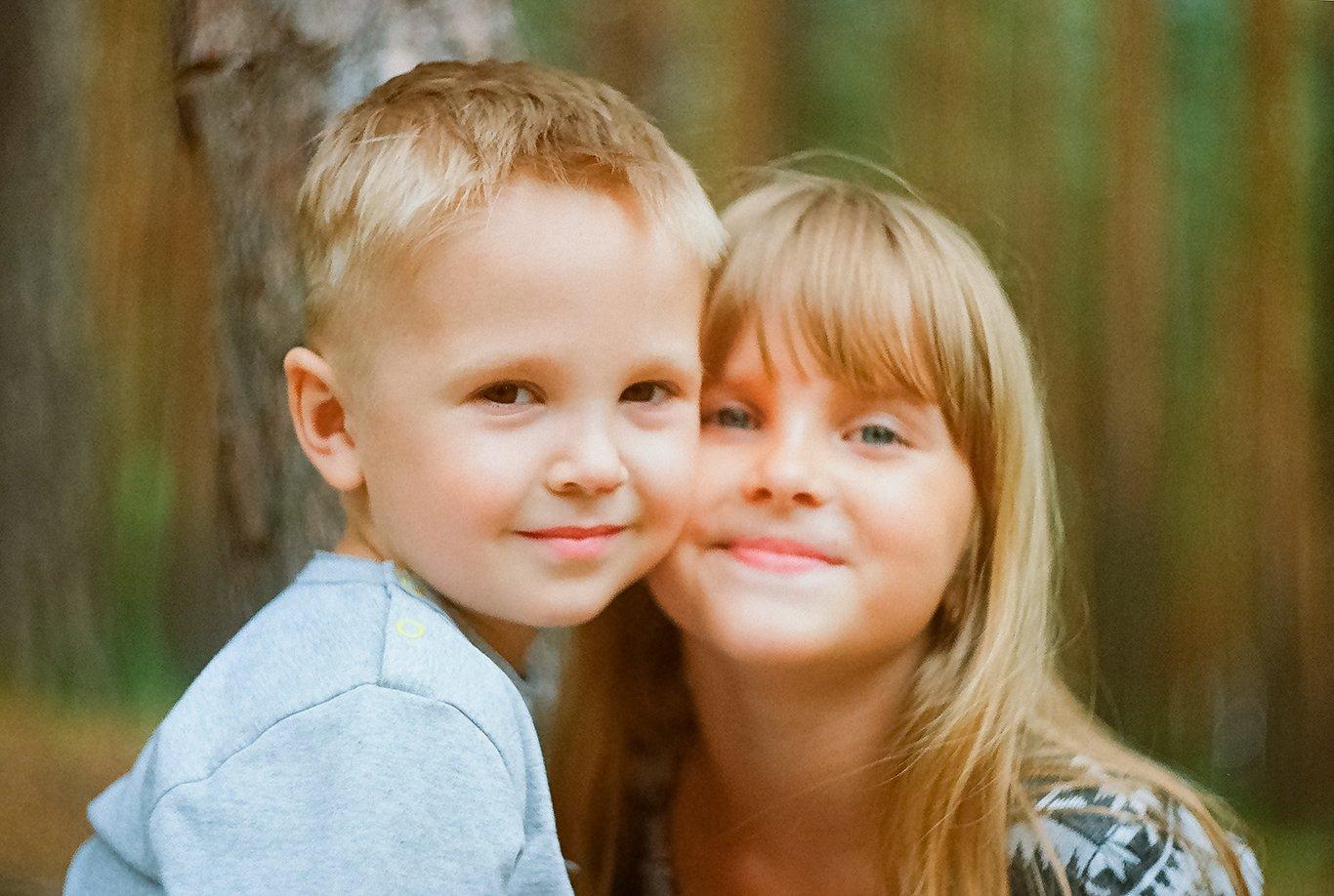 Сестра попросила брата научить ее, Сестра заставила своего брата заняться с ней сексом 7 фотография