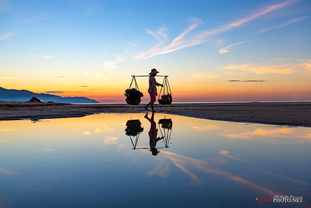 quanphoto, landscape, morning, daily, woman, beach, reflections, people, vietnam, quanphoto