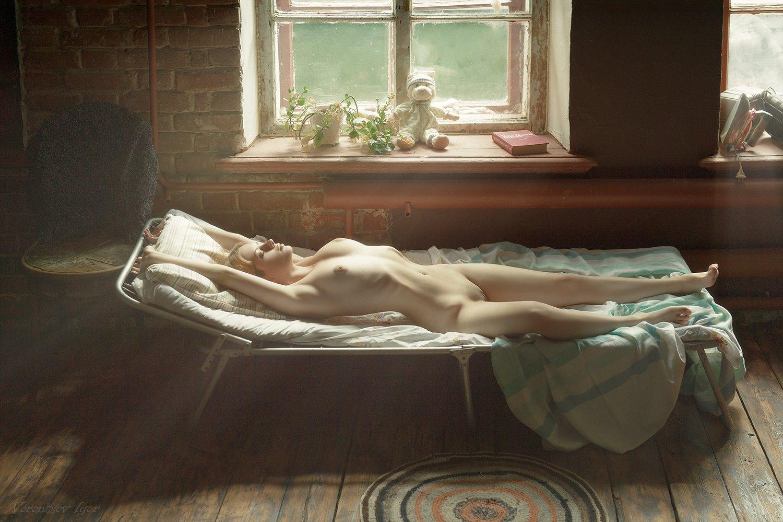 ню, девушка, грудь, обнажённая,окно, винтаж, раскладушка, Воронцов Игорь