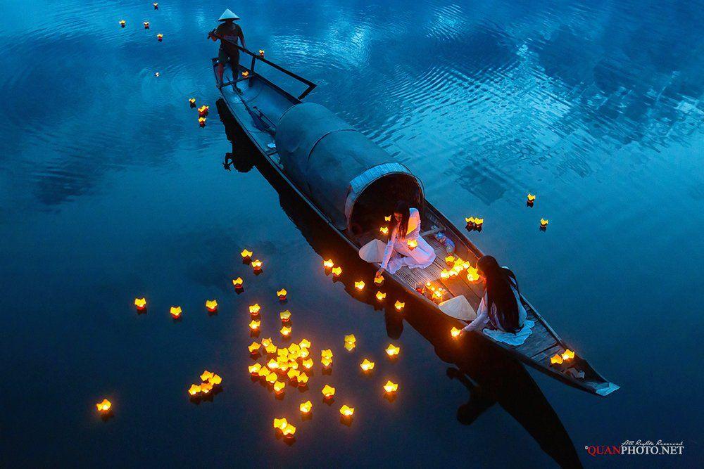 quanphoto, conceptual, girls, traditional, long_dress, candles, river, blur_hour, prayer, boat, vietnam, quanphoto