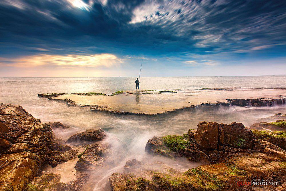 quanphoto, landscape, morning, sunrise, dawn, long_exposure, fishing, fisherman, rocks, moss, sea, seascape, vietnam, quanphoto