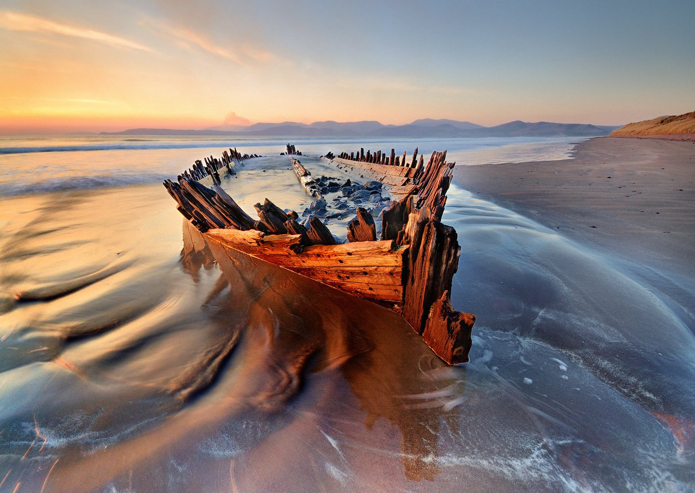 ireland, kerry, rossbeigh, sunset, wreck, boat, ship, beach, iconic, mountains. color, red, Grzegorz Kaczmarek