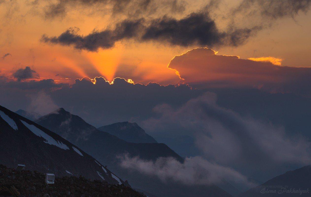 кавказ,горы,солнце,закат,рассвет,россия,облака,гроза,снег,лучи,пейзаж,фототур, Elena Pakhalyuk