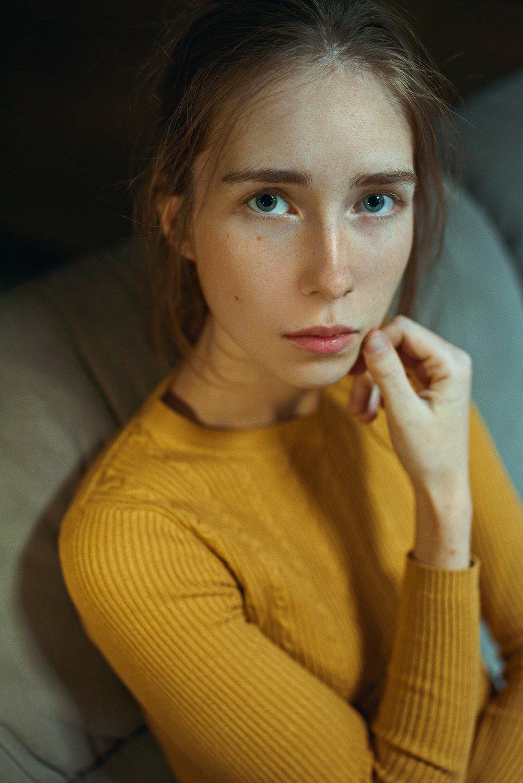 portrait, портрет, girl, indoor, yellow, studio, девушка, молодость, nowember, ламповый, retouch, ретушь, цвет, lamp, traces, Фишар Павел