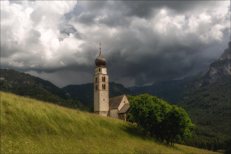 доломиты,италия,alps,церковь san valentino,alpe di siusi,italy,лето,dolomites,небо, Василий Гори.