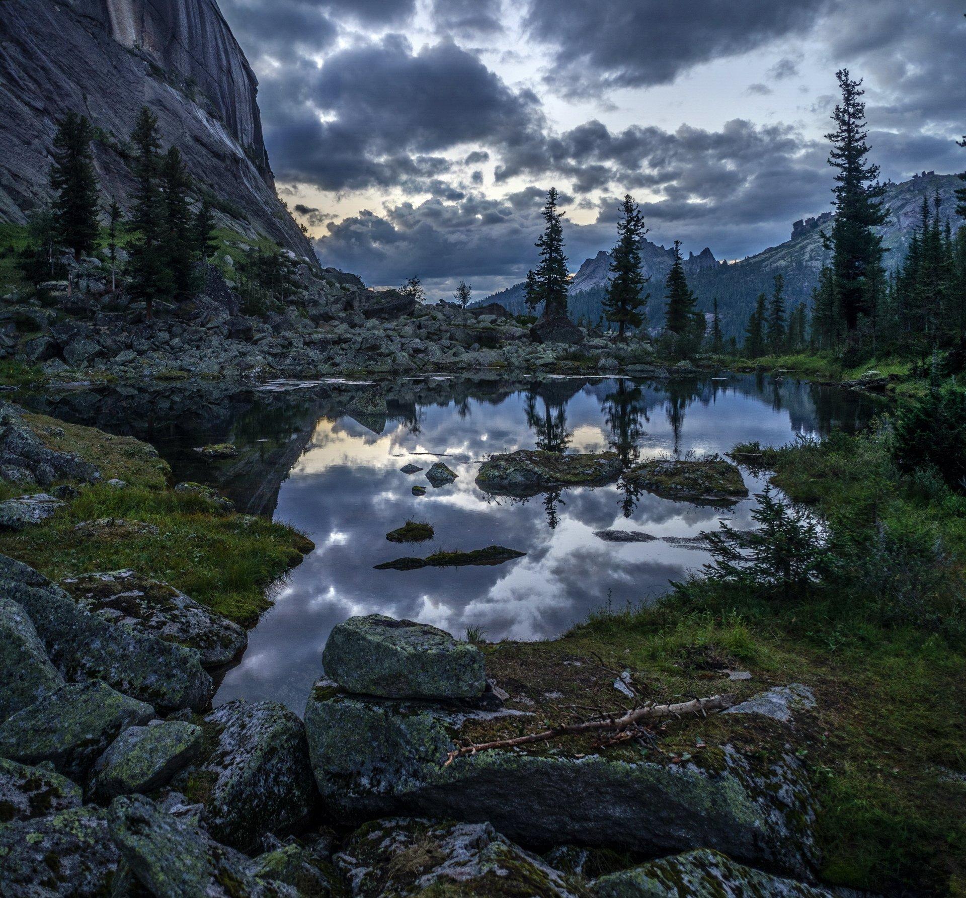 горы, сибирь, саяны, западный саян, озеро, таёжный глаз, отражение, сумерки, Васильев Николай