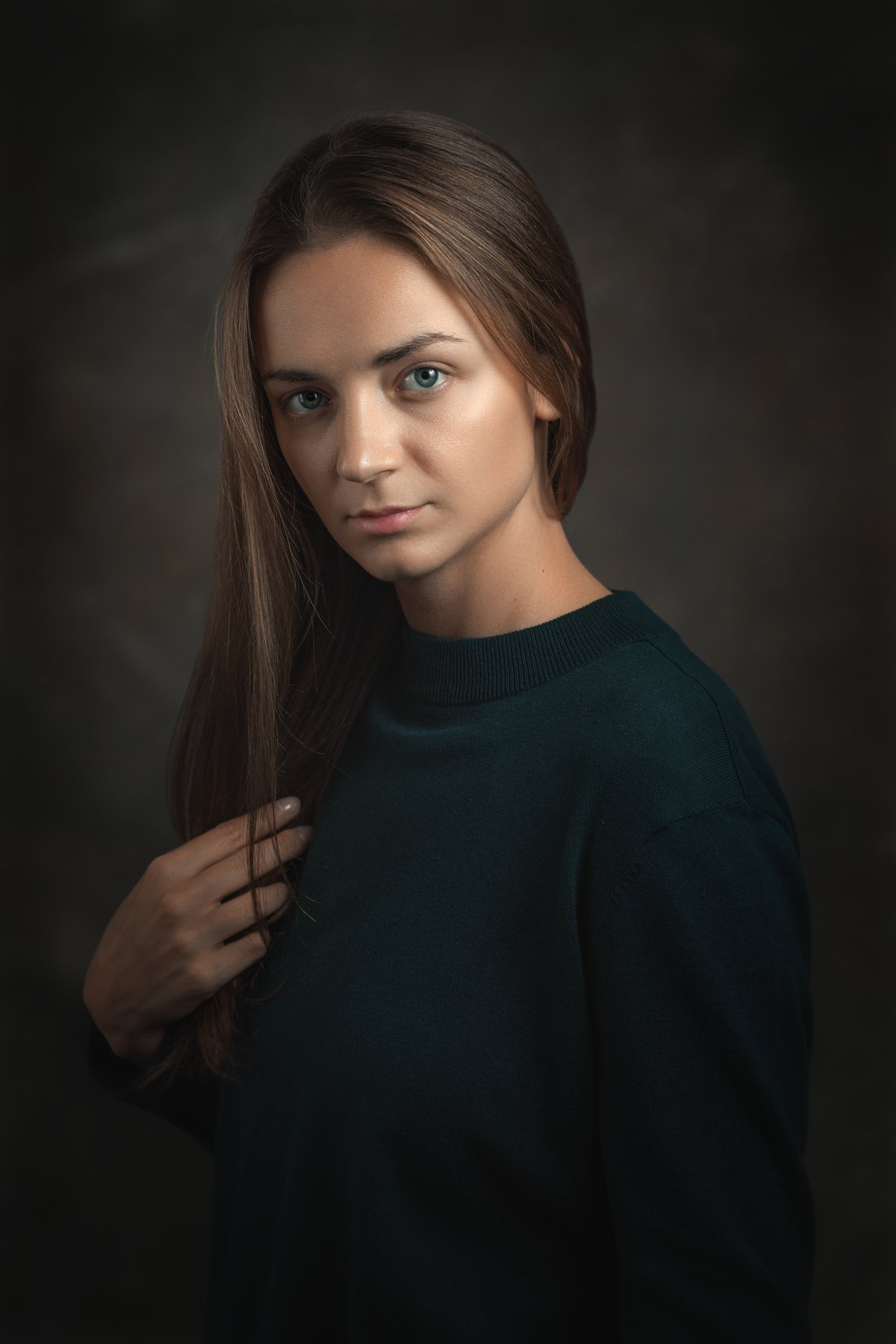 Женский портрет, зеленый джемпер, распущенные волосы, Сергей Анисимов