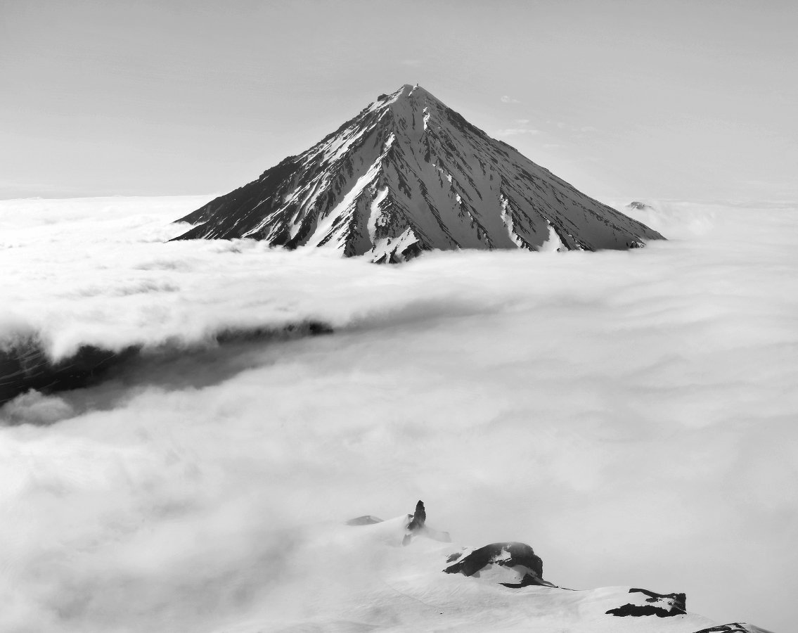 камчатка, вулкан, корякский, авачинский, небо, облака, горы, снег, Бродяга с севера