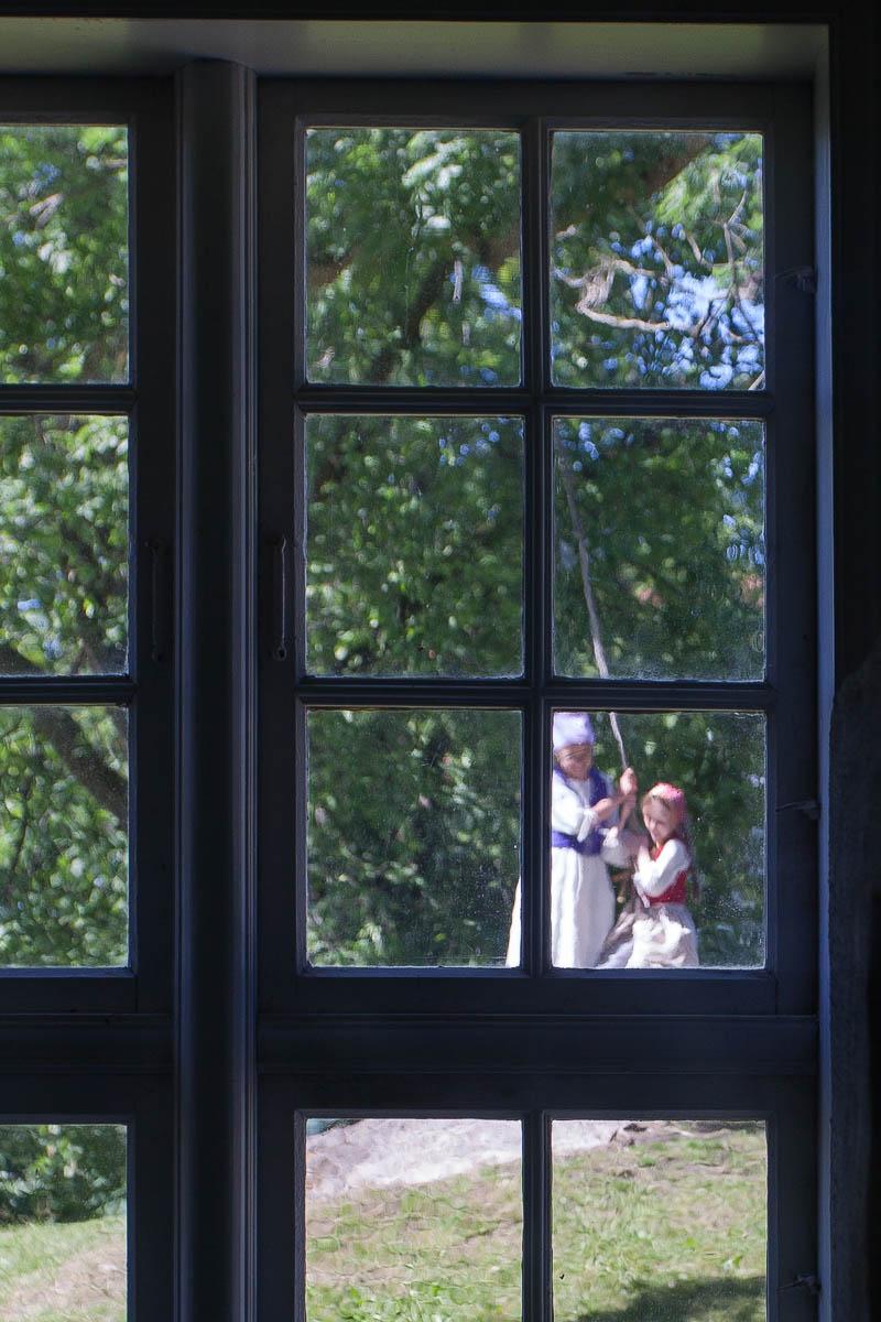 окно, берген, старый берген, путешествия, дети, девочка, качели, Сергей Козинцев