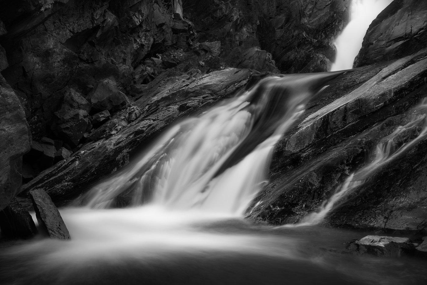 пейзаж, природа, водопад, река, речка, горная, горы, скалы, камни, поток, течение, чб, чернобелое, сибирь, алтай, кокоря, Дмитрий Антипов