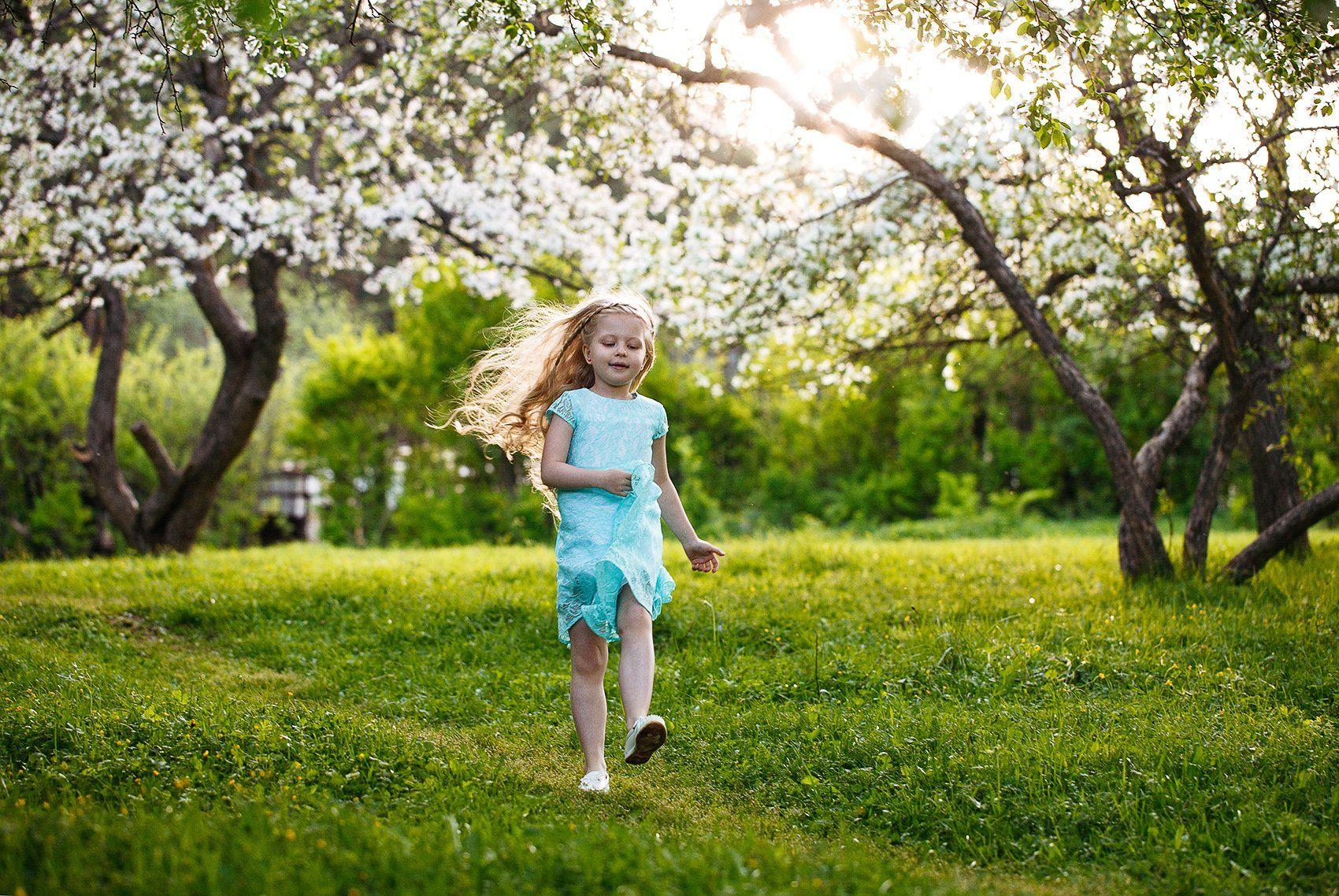 девочка, ребенок, лес, природа, яблони, радость, Евгений Толкачёв