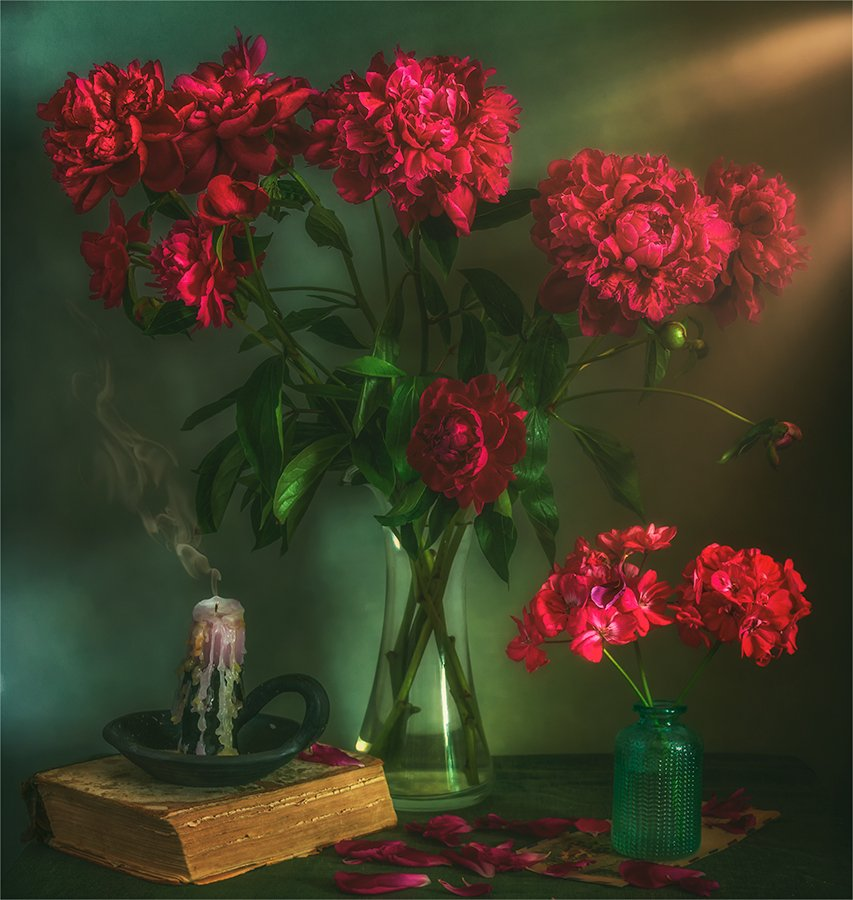 still life, натюрморт,    винтаж, ретро,   цветы,   пионы, герань, букет, свеча, книга, лепестки,, Шерман Михаил