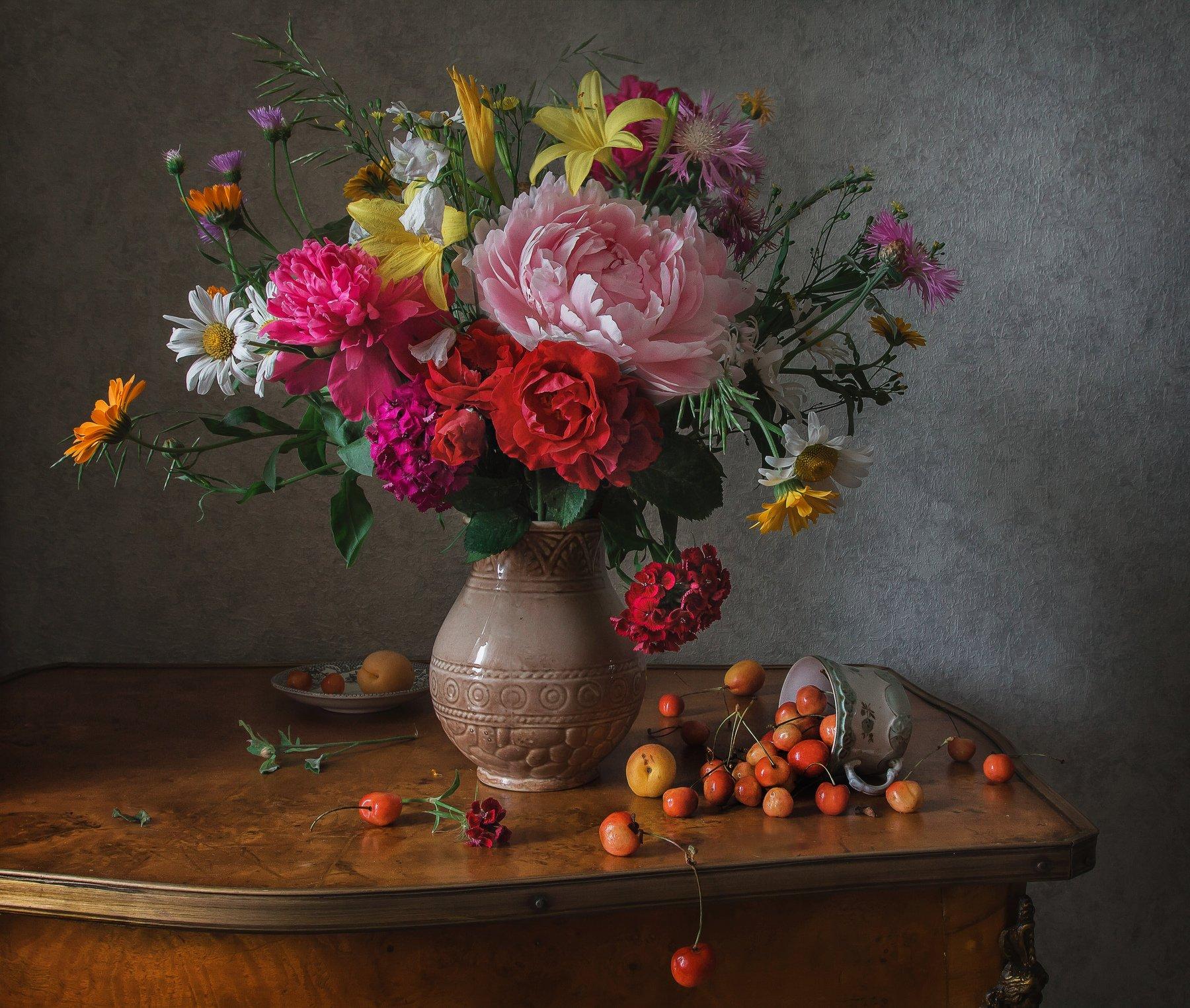 Цветы и черешня Анна Петина
