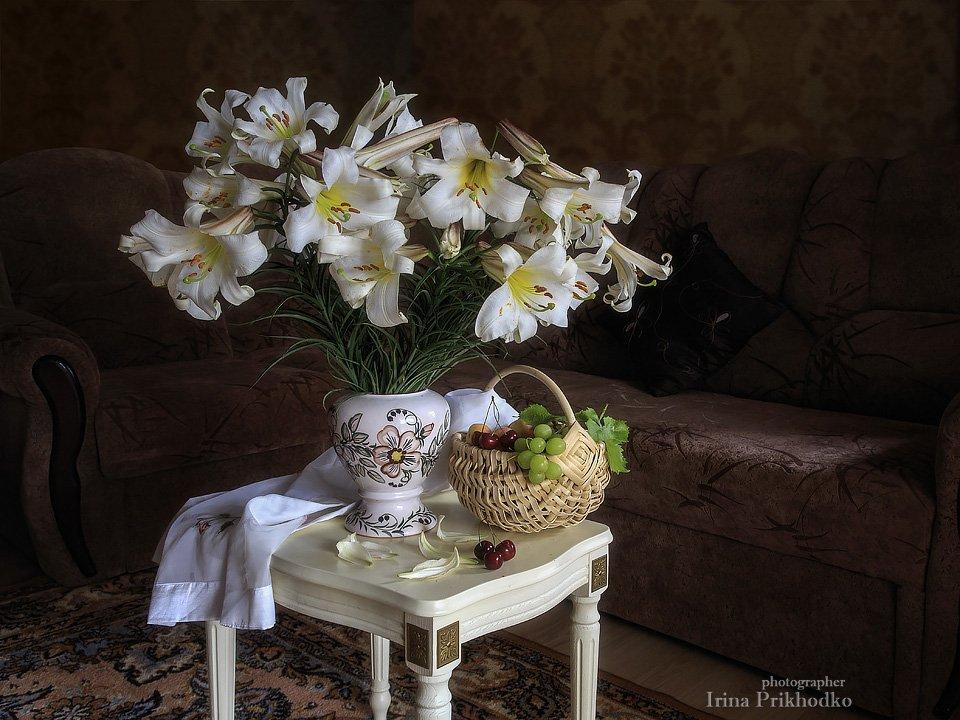 Натюрморт, интерьер, букет, белые лилии, фрукты, Ирина Приходько
