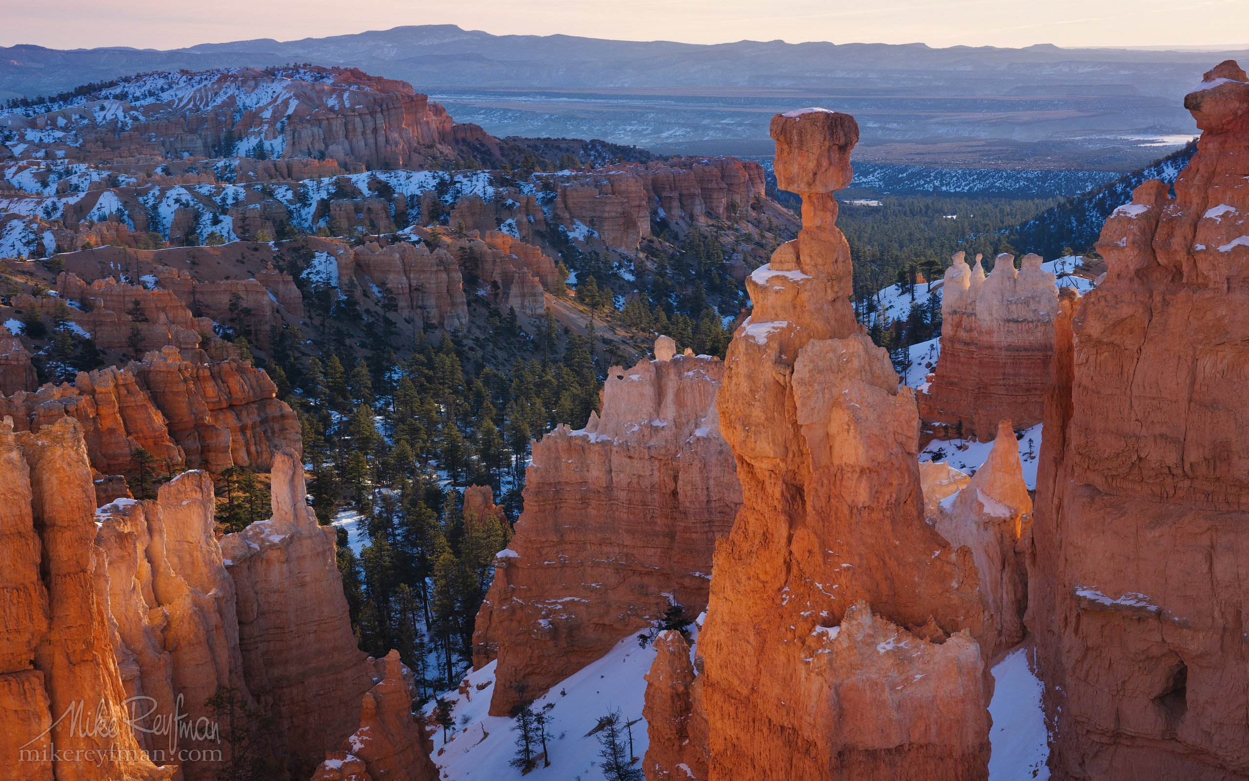 america, arid, natural beauty, bryce canyon, cold, colorful, dawn, erosion, formation, geologic, hoodoos, landscape, mountains, national, park, sandstone, snow, southwest spires, start, sunrise, usa, utah, Майк Рейфман