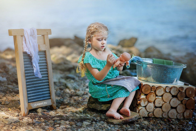 портрет, art, portrait, лето, summer, река, берег, вода, брызги, дочка, стирка, кукла, дети, ребенок, улыбка, радость, малыш, друзья, happy, Юлия Сафо