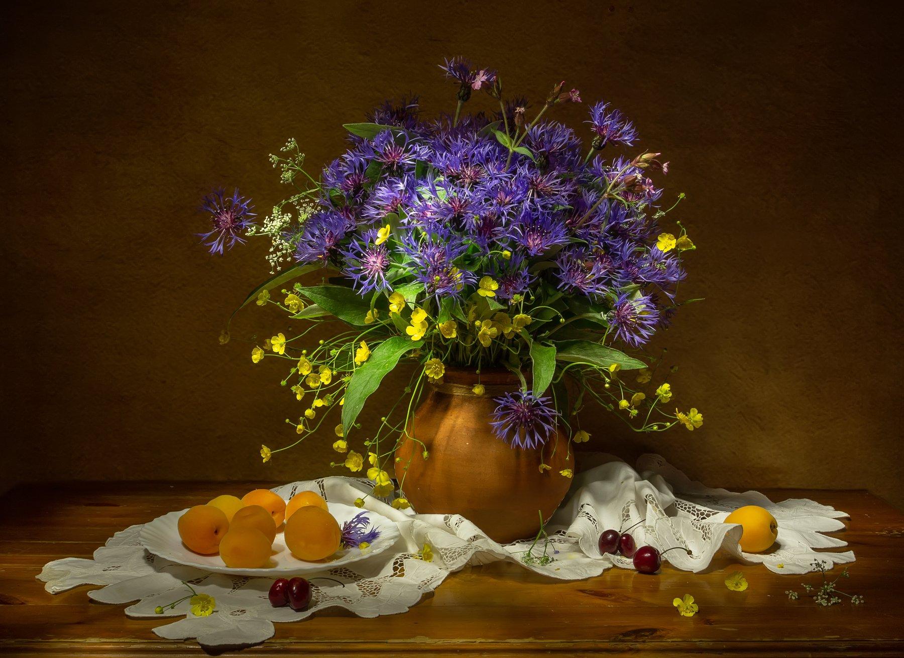 натюрморт, васильки, лютики, василек, лютик, абрикос, абрикосы,  Татьяна
