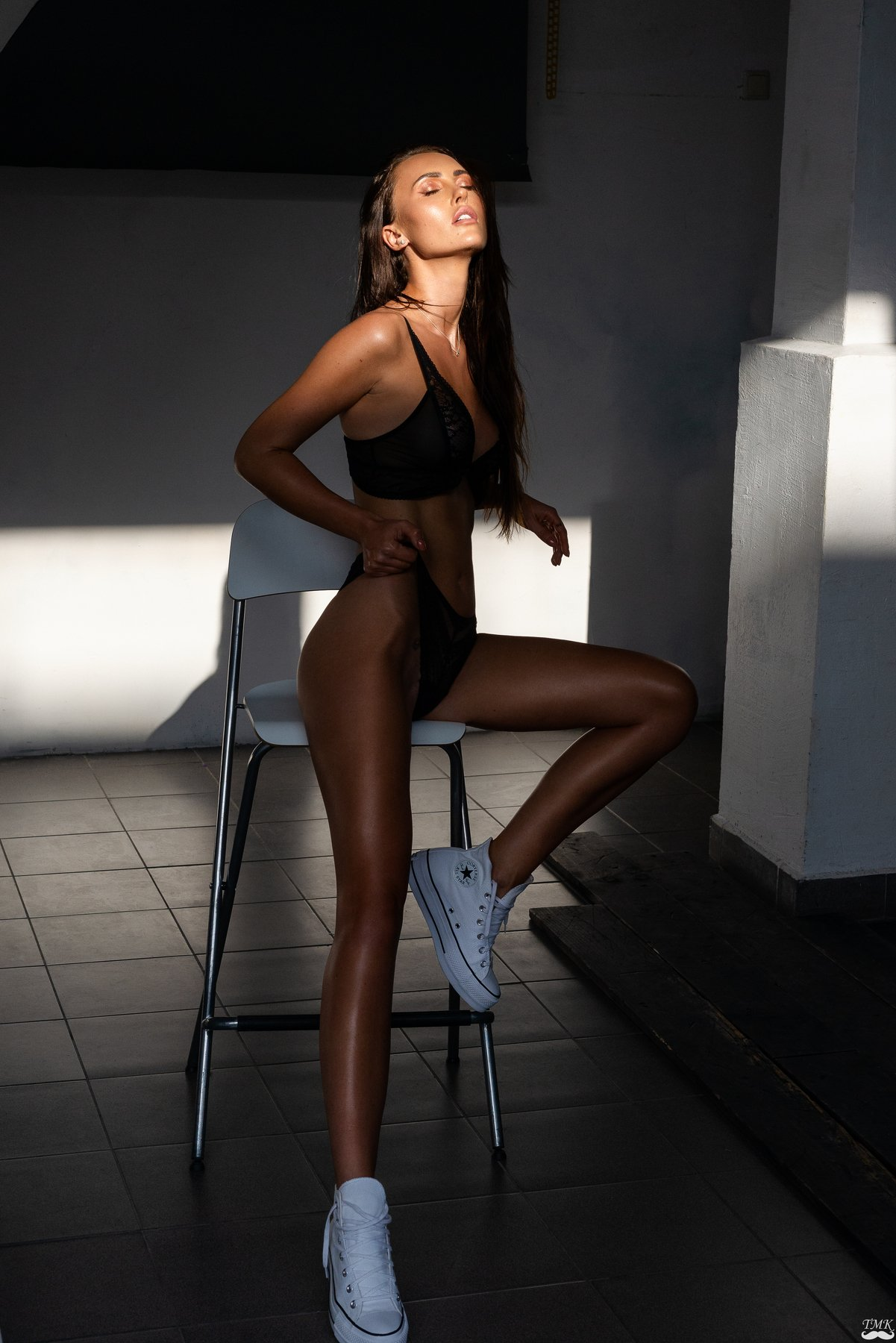 model, portrait, fashion, girl, sun, sunny, warm, colors, legs, underwear, people, brunette, sexy, shadow, Masoit Tomas