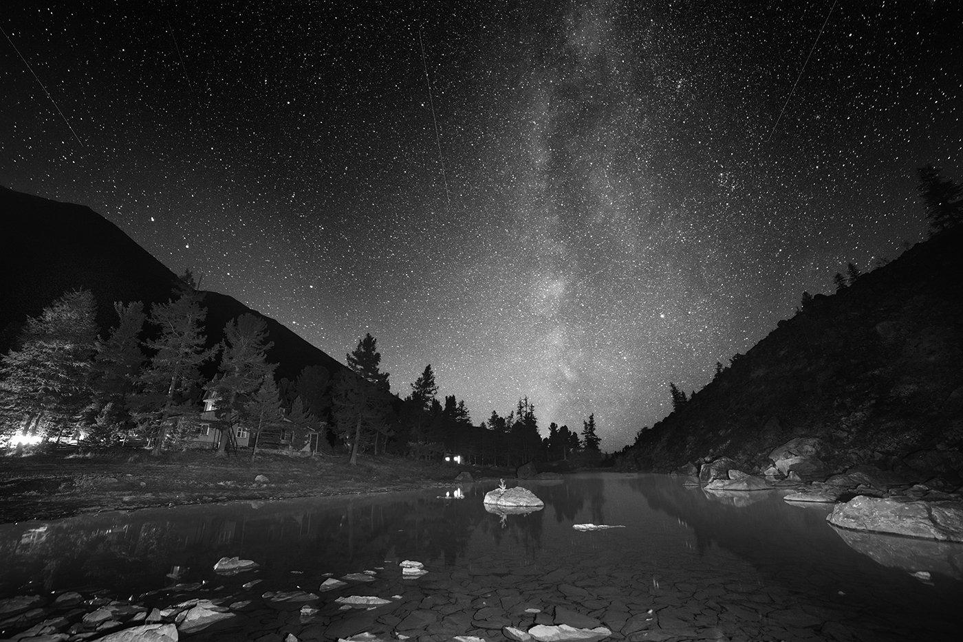 пейзаж, природа, ночь, звезды, млечный, путь, небо, озеро, дно, камни, прозрачная, холодные, чб, черно-белое, акту, алтай, сибирь, горы, ущелье, высокие, большой, Антипов Дмитрий