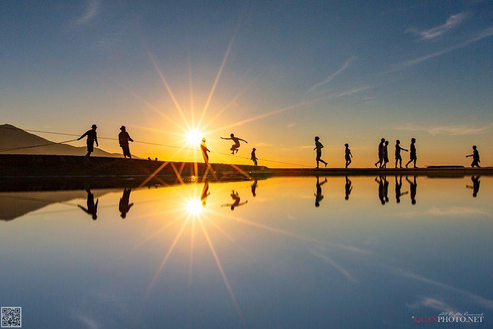 quanphoto, landscape, morning, reflections, sunrise, dawn, exercise, beach, people, vietnam, quanphoto