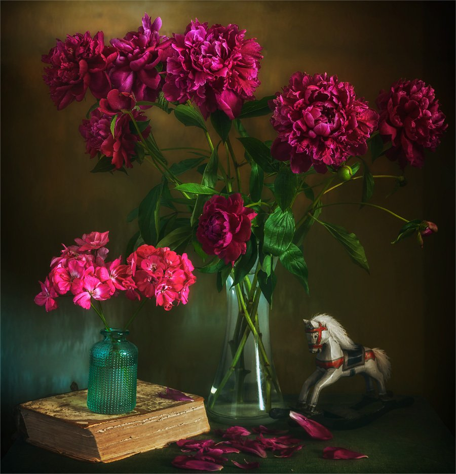still life, натюрморт,    винтаж,  ретро,  цветы,  герань, пионы, букет, книга, лепесток, игрушка, лошадка,, Шерман Михаил