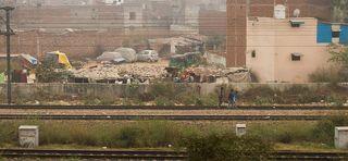 Можно посмотреть как живут люди рядом с железными дорогами