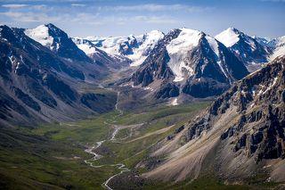 Джунгарский или Семиреченский Алатау - это горная система, расположенная на Юго-Востоке Казахстана между рекой Или и озером Алаколь. Места здесь совершенно нетронутые, так как горы находятся в пограничной с Китаем зоне. Дорог и поселков нет. В некоторые места можно попасть только верхом на лошади, или на вертолете.