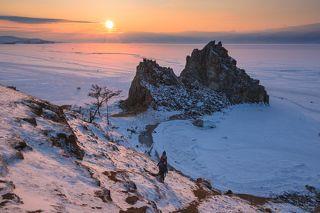 А вот отсюда самый вид на закат. В смысле, самый свободный вид, где можно поставить штатив, чтобы тебя не столкнул вниз наворочеенный китайский фотограф