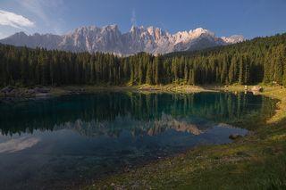 Карецца - очень маленькое, но очень красивое озерцо недалеко от г. Больцано на севере Италии. Благодаря своей красоте и доступности имеет очень большую популярность у туристов.