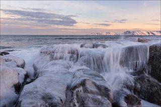 Пришествие волны через скальный барьер