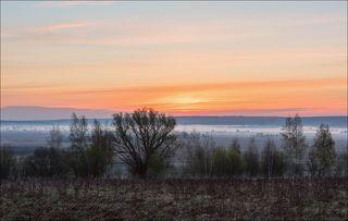 Рыжий восход в долине Оки