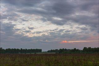 За облаками восход
