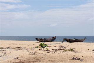 За день ло отъезда из Либерии поехал со своей командой на север Либерии, на озеро Пизу.