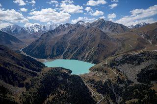 Большое Алматинское озеро с необычного ракурса