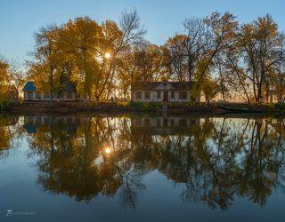 Дома кордона Дамчикского участка на берегу протока Быстрая.