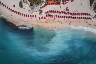 Среди серферов бытует легенда, что в 70ых годах прошлого века этот пляж посетил один итальянский серфер.
