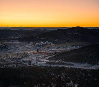 03 Панорама полудремлющего посёлка провожает Вас почти весть путь до вершины горы