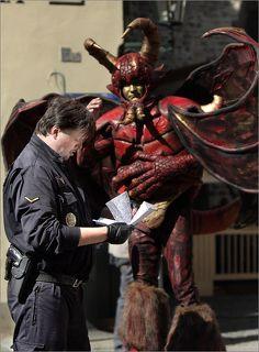 зато полицейские строги и проверяют документы у чудовищ