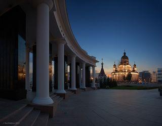 Вид на храм Ушакова у мемориала памяти павших в Великой Отечественной войне