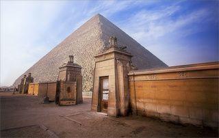 Пирамида Хуфу, сейчас её принято называть Великая пирамида Хеопса. В древности египтяне именовали её Хут, что означает \