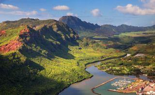 2.Кауаи – четвертый по размеру остров Гавайского архипелага, его прощадь составляет всего 1433 кв.км. На острове всего одна главная дорога, которая довольно загружена. Иногда на светофоре можно простоять 3 минуты, дожидаясь зеленого сигнала.