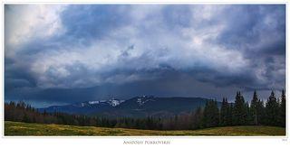 ... сменился беспокойным ожиданием неминуемого дождя. Не случайно, видимо, гора на заднем плане именуется Дурня.