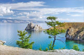 Визитная карточка озера Байкал или мыс Бурхан, в простонародье Шаманка, в средней части западного побережья острова Ольхон. Культовое место, полностью оправдывающее свое тюркско-монгольское этимологическое происхождение (божество, Будда-хан, Бог). При всей своей намоленности и нахождении в непосредственной зоне рифтовой впадины в результате тектонического разлома евразийской плиты и Индостан, обладает стойкой, необычной энергетикой, что для метеочувствительных людей может стать интересным сюрпризом. В любом случае, всем кто здесь бывает, незабываемые впечатления обеспечены.
