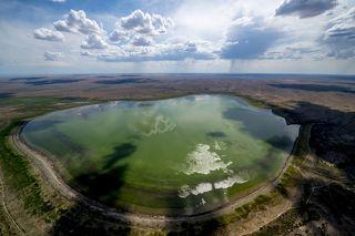 Cемиречье, или Жетысу - это обширная область на юго-востоке Казахстана, которая расположена между озерами Балхаш на севере, Сасыколь и Алаколь на северо-востоке, а также горной цепью Джунгарского Алатау на юго-востоке и хребтами северного Тянь-Шаня на юге.