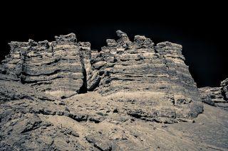 Его протяженность составляет 154 километра вдоль реки Чарын.