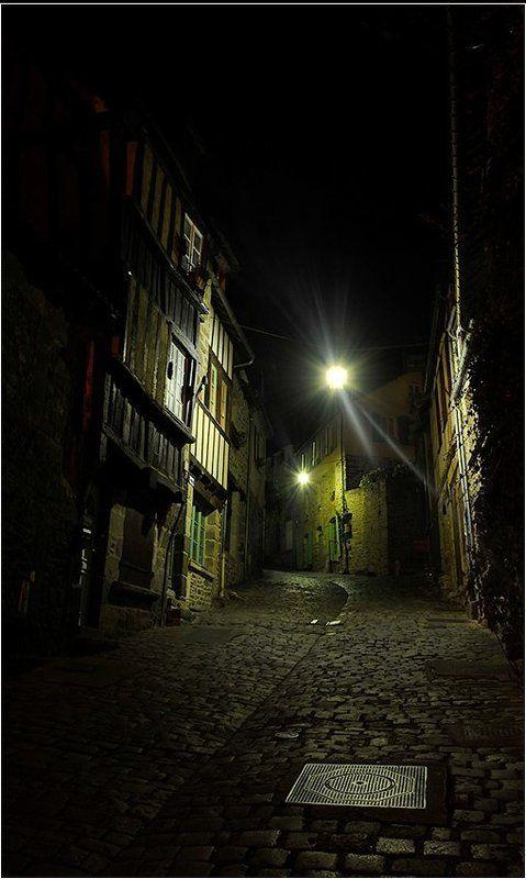 Результаты ночных прогулок по городку Dinan в Бретаниphoto preview