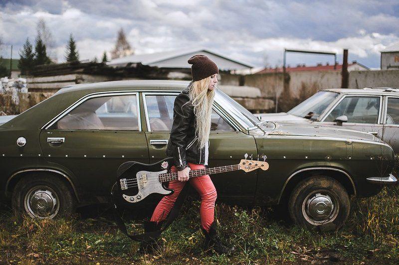 rourke photo, антон роук, роук фото, девушка, сигарета, машина, рок. гитара, фэшн, стиль, красные штаны, панк, блондинка, длинные волосы, long hair, girl, blonde, rock, guitar, old cars Rock & Smokephoto preview